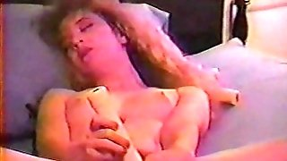 Sexy Fledgling Gets Herself Off